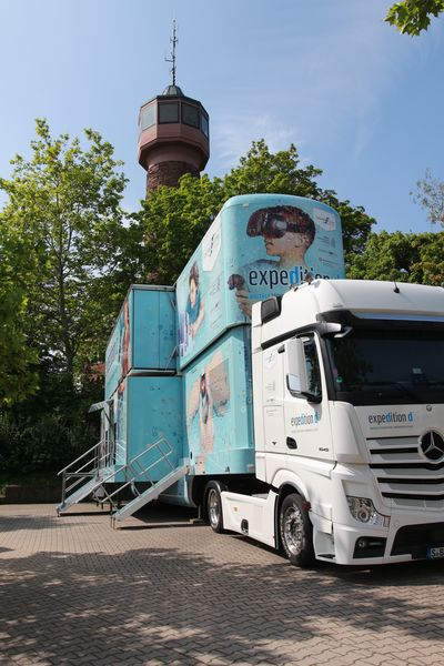Expedition d-Truck macht Halt am Reuchlin-Gymnasium